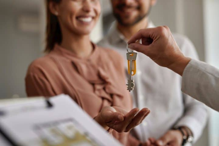 Mortgage broker with a homebuyer in Springfield, Illinois