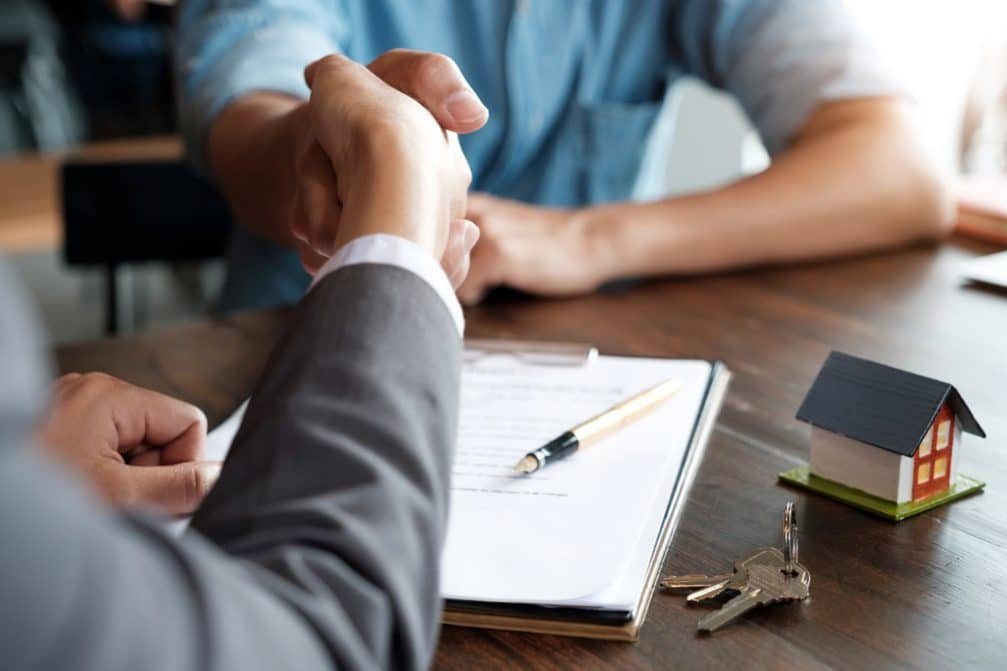 Meeting with a mortgage broker in Moline, Illinois
